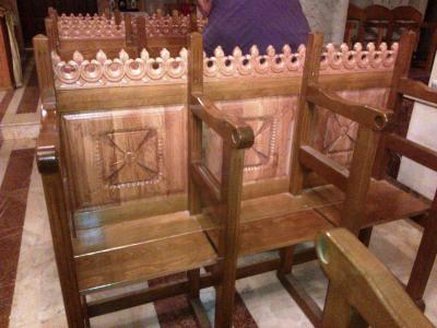Mobilier din lemn masiv la comanda