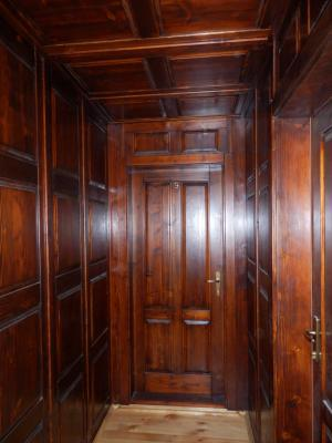Uşi de interior din lemn statificat